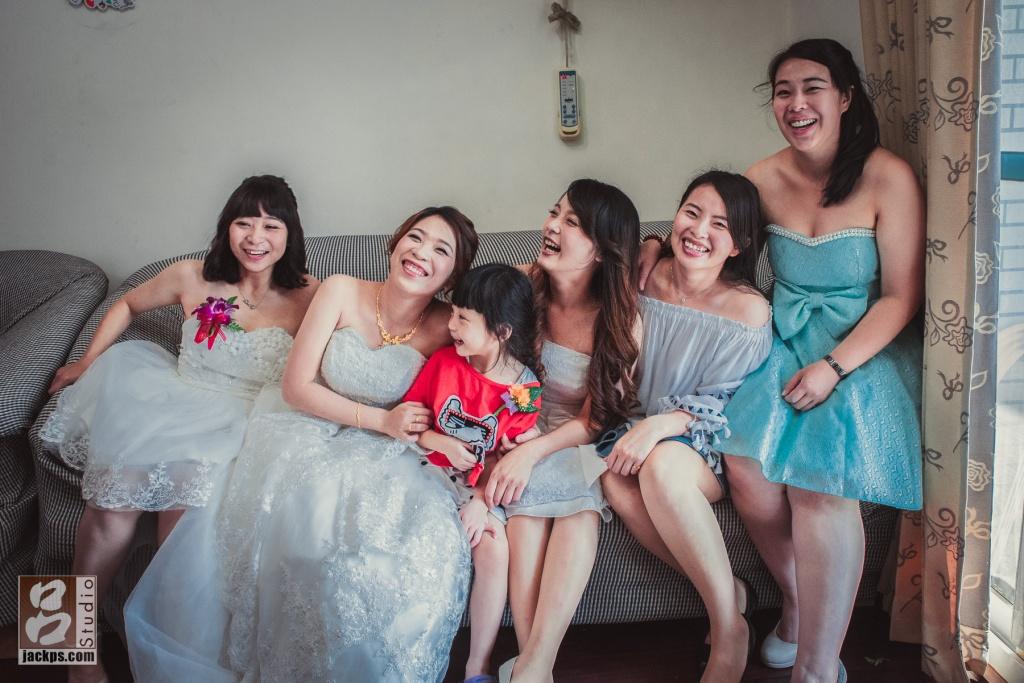 新娘與他姊妹開心時刻