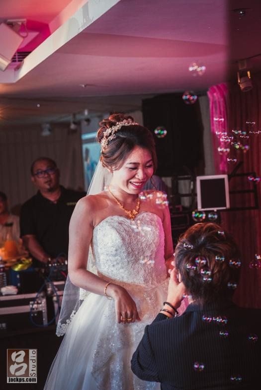 新娘超開心
