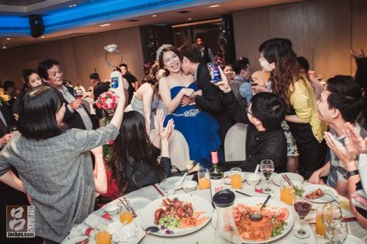 新娘被同事整