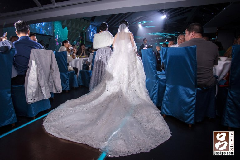 新娘白紗裙襬