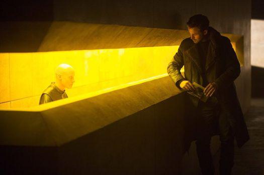 TÓMASLEMARQUIS和RYAN GOSLING在BLADE RUNNER 2049.