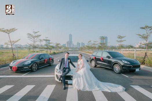類婚紗跑車合照