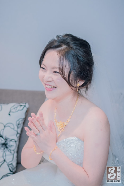 新娘開心表情