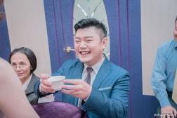 新郎喝茶開心