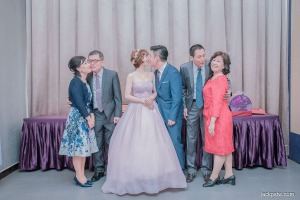 三對夫婦親吻畫面