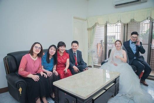 家中客廳新娘照片