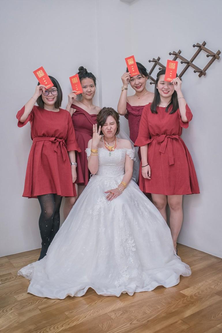 新娘頭上三條線與伴娘