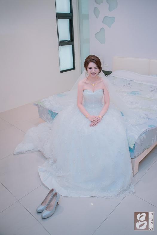 新娘獨照在新娘房