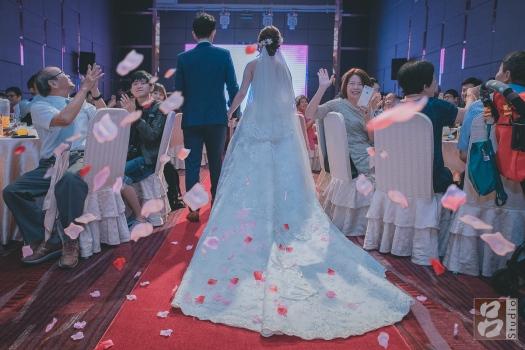 新娘白紗的裙襬