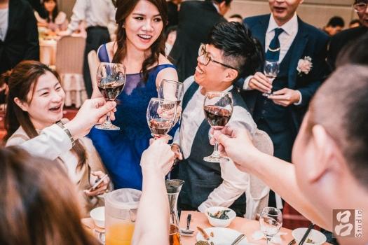 新娘好友桌乾杯