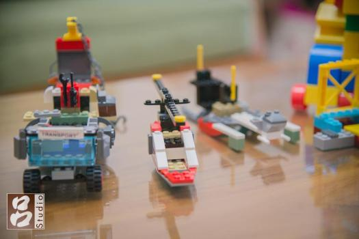 樂高積木車子與直升機