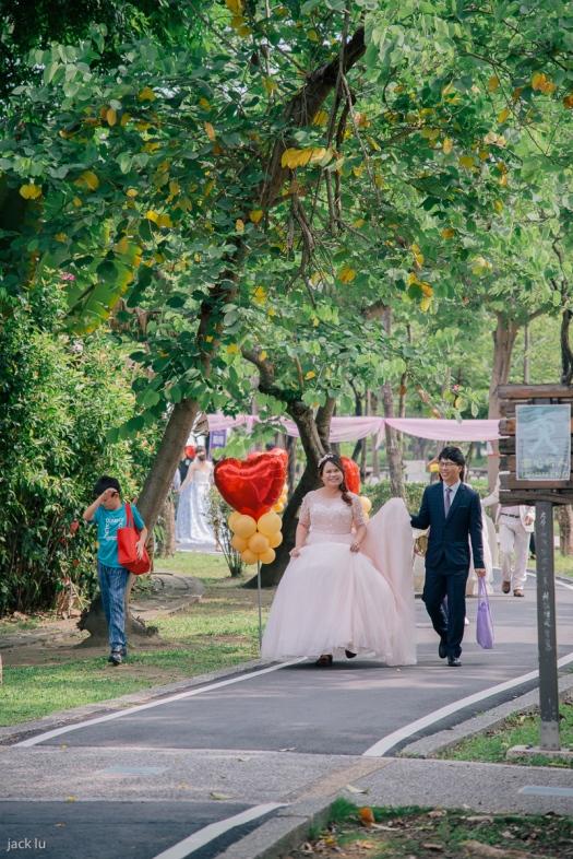 笑開心的新娘