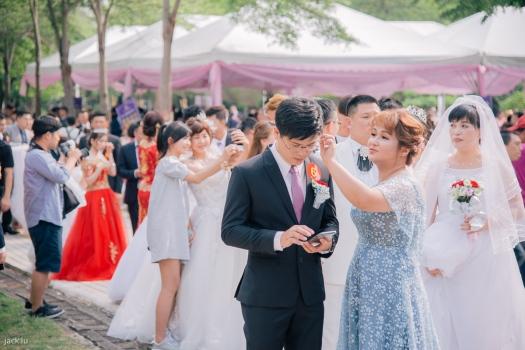 婚禮新人們等再進場