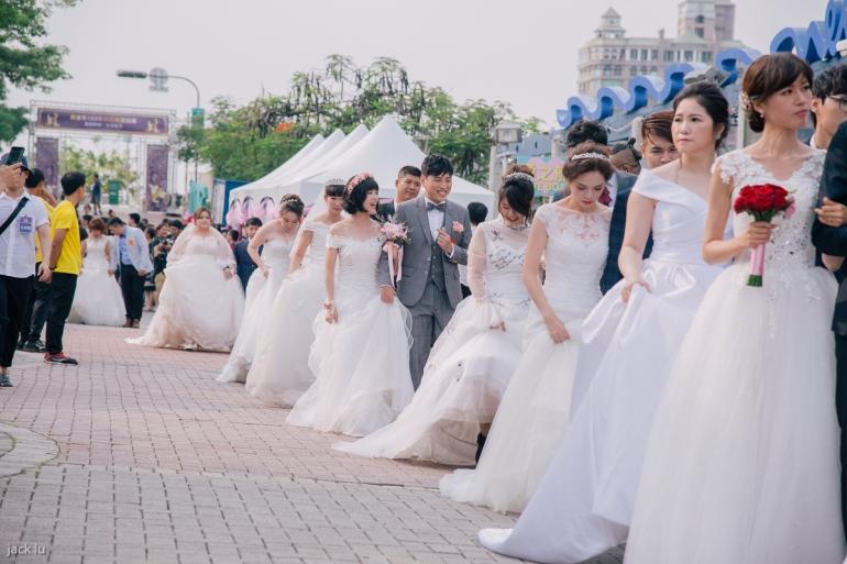 穿白紗的新娘們