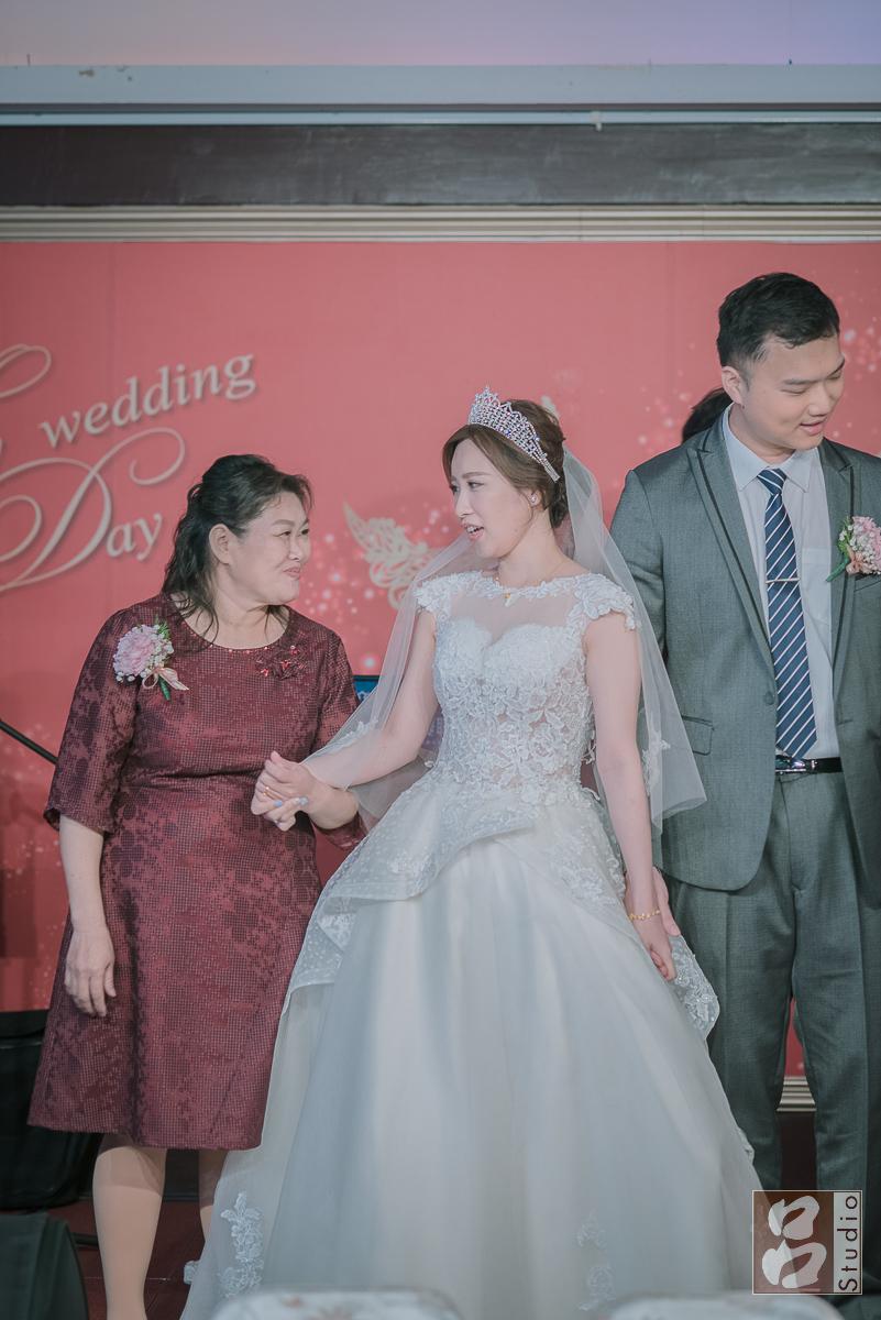 媽媽牽的新娘的手