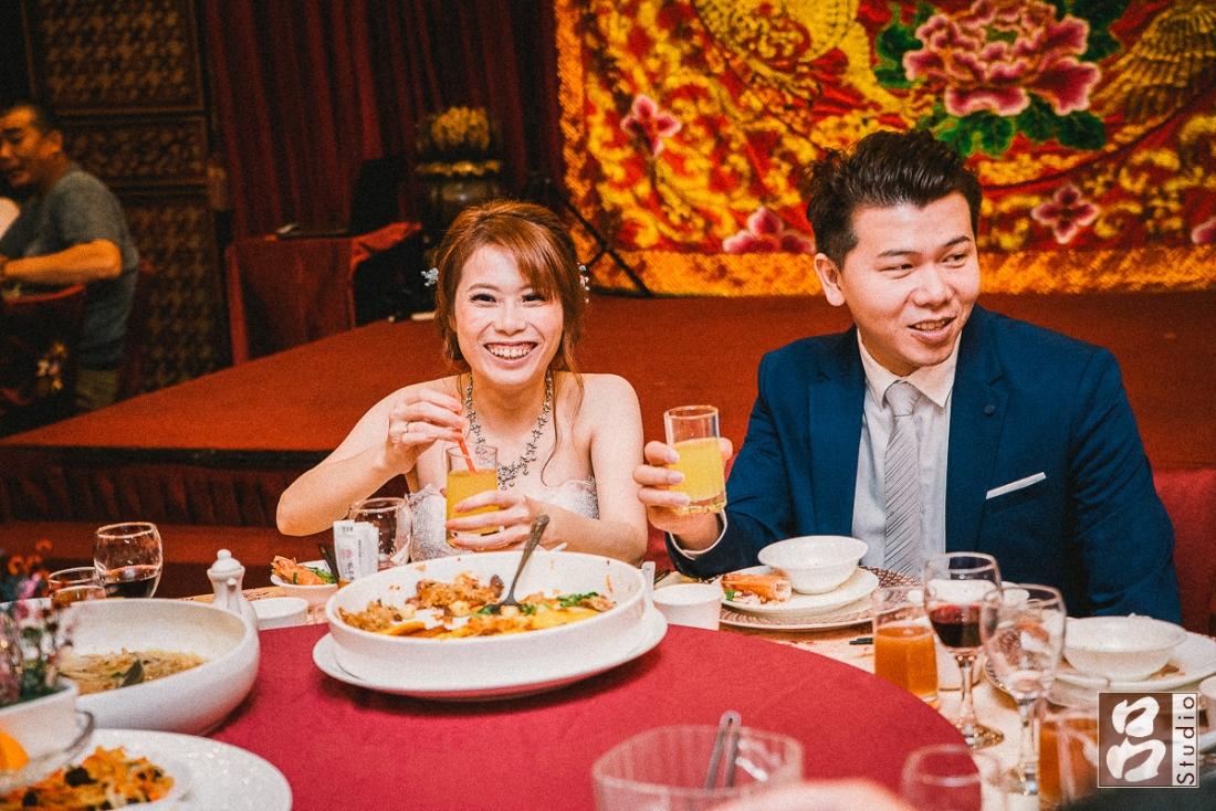 新娘開心笑容