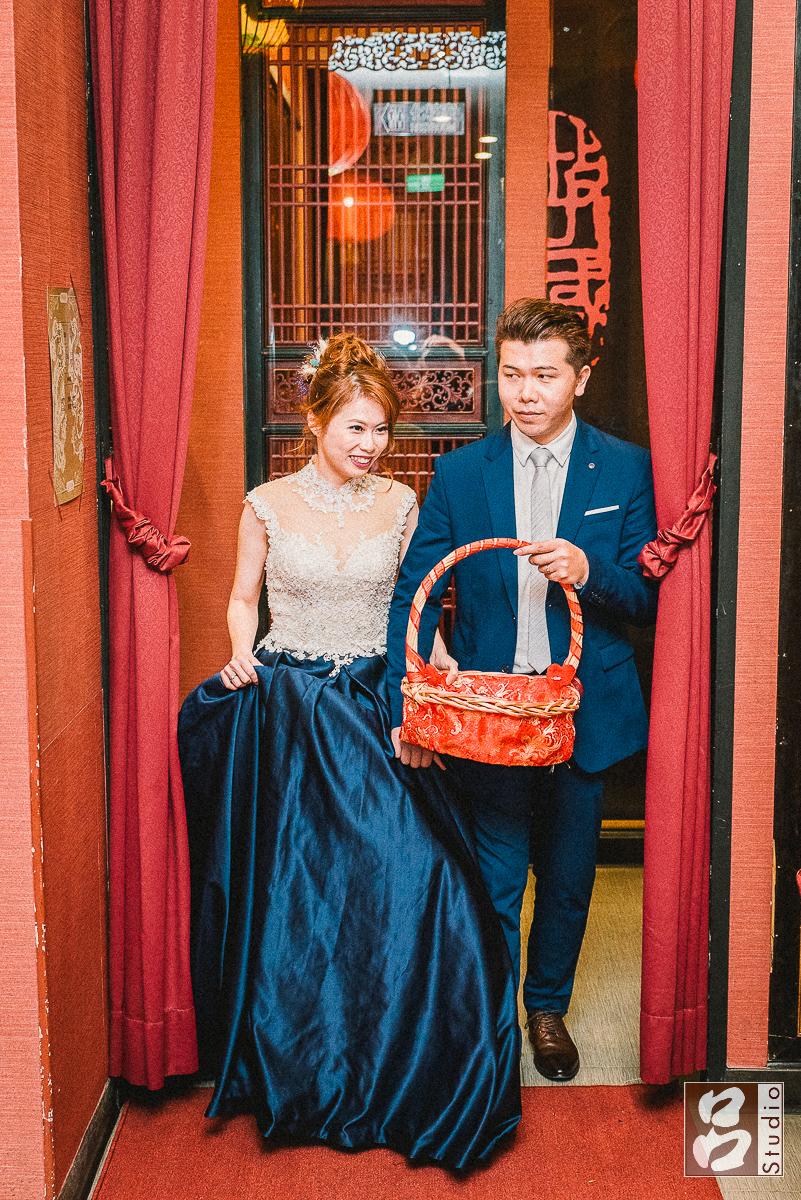深藍色的新娘禮服