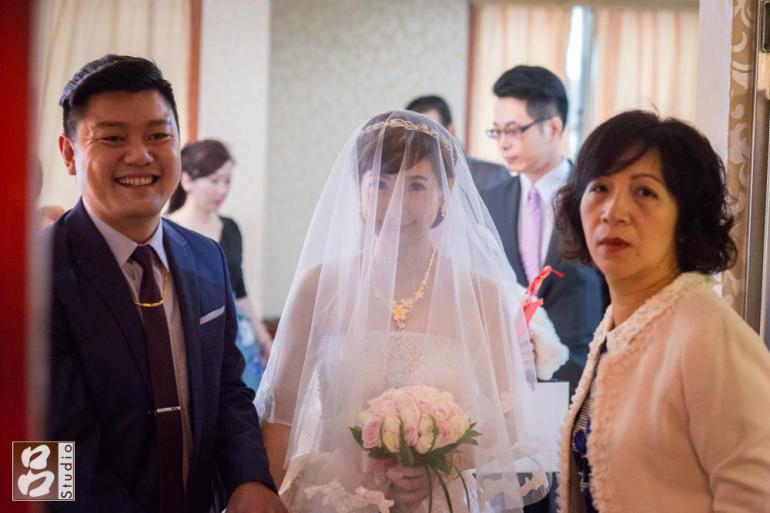 新人出新娘房