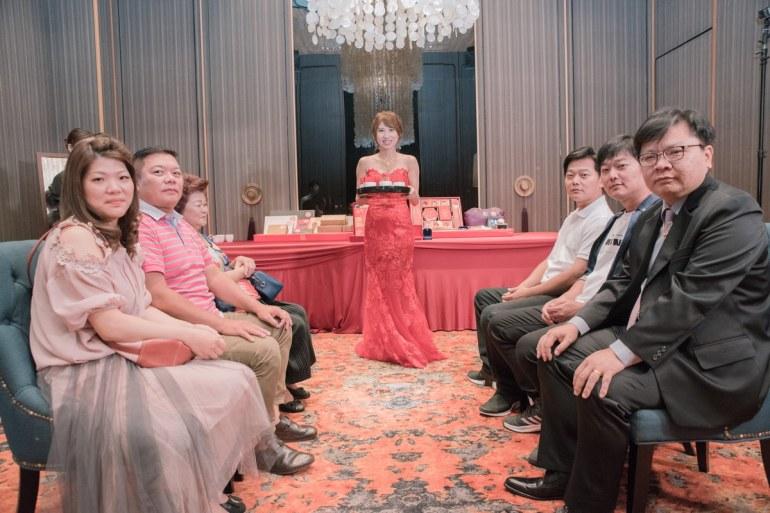 新娘端茶合照