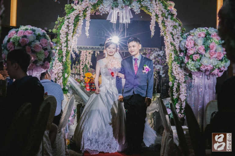 新娘白紗一進