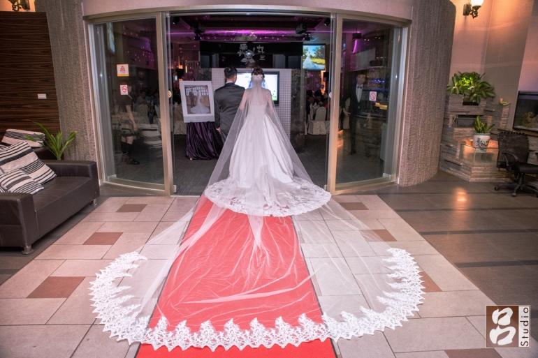 新娘白紗背面