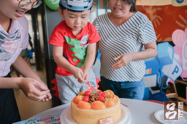 壽星切蛋糕