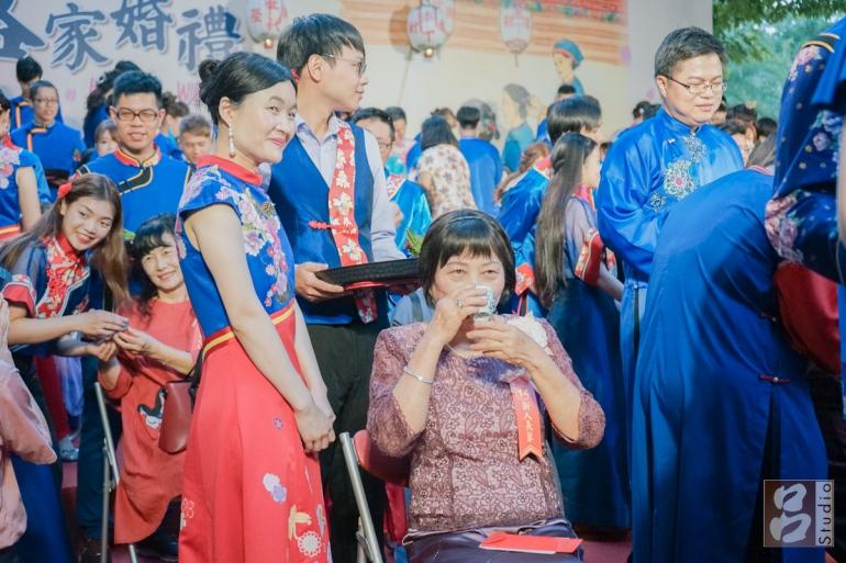 母親食新娘茶