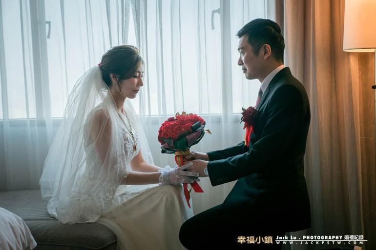 高跪姿向新娘求婚送上捧花