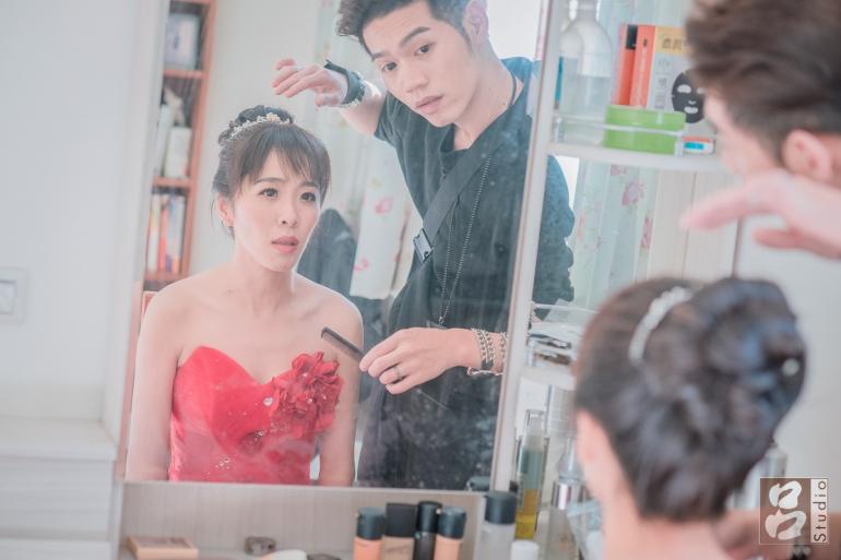 彩妝師替新娘造型