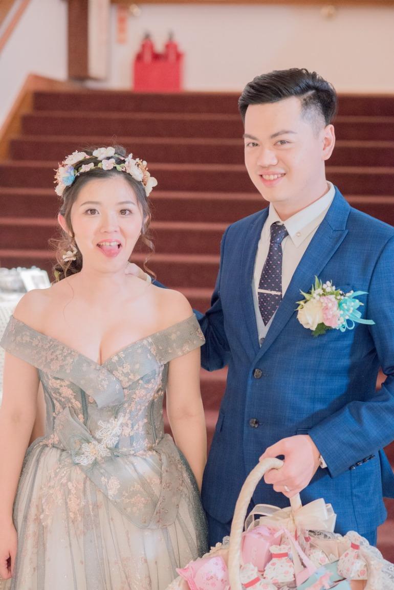 活潑的新郎新娘