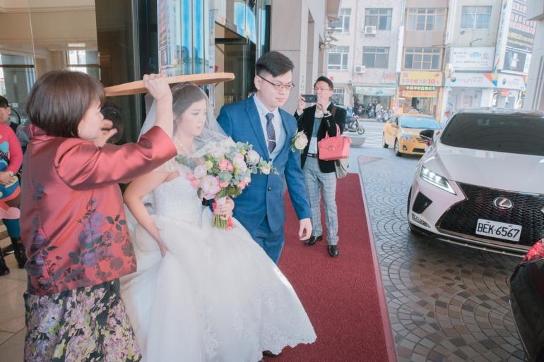 新娘準備上車