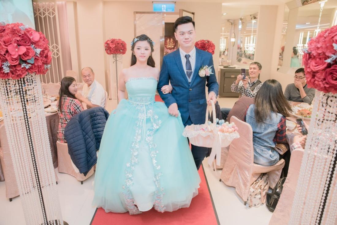 新娘水藍色的晚禮服