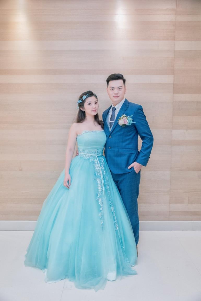 水藍色的晚禮服