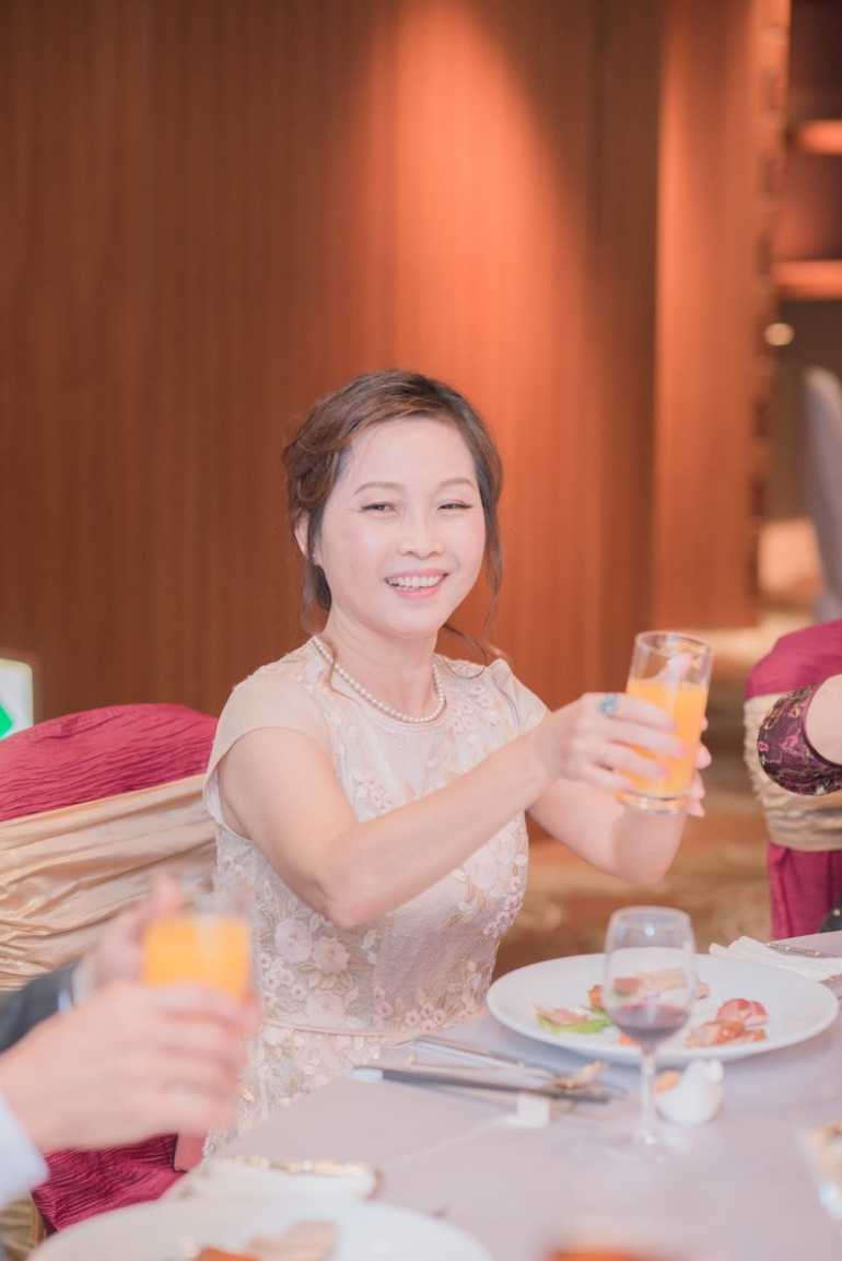 準婚人敬酒