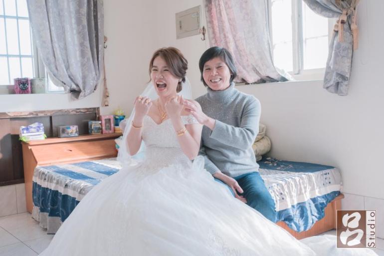 新娘與母親合照