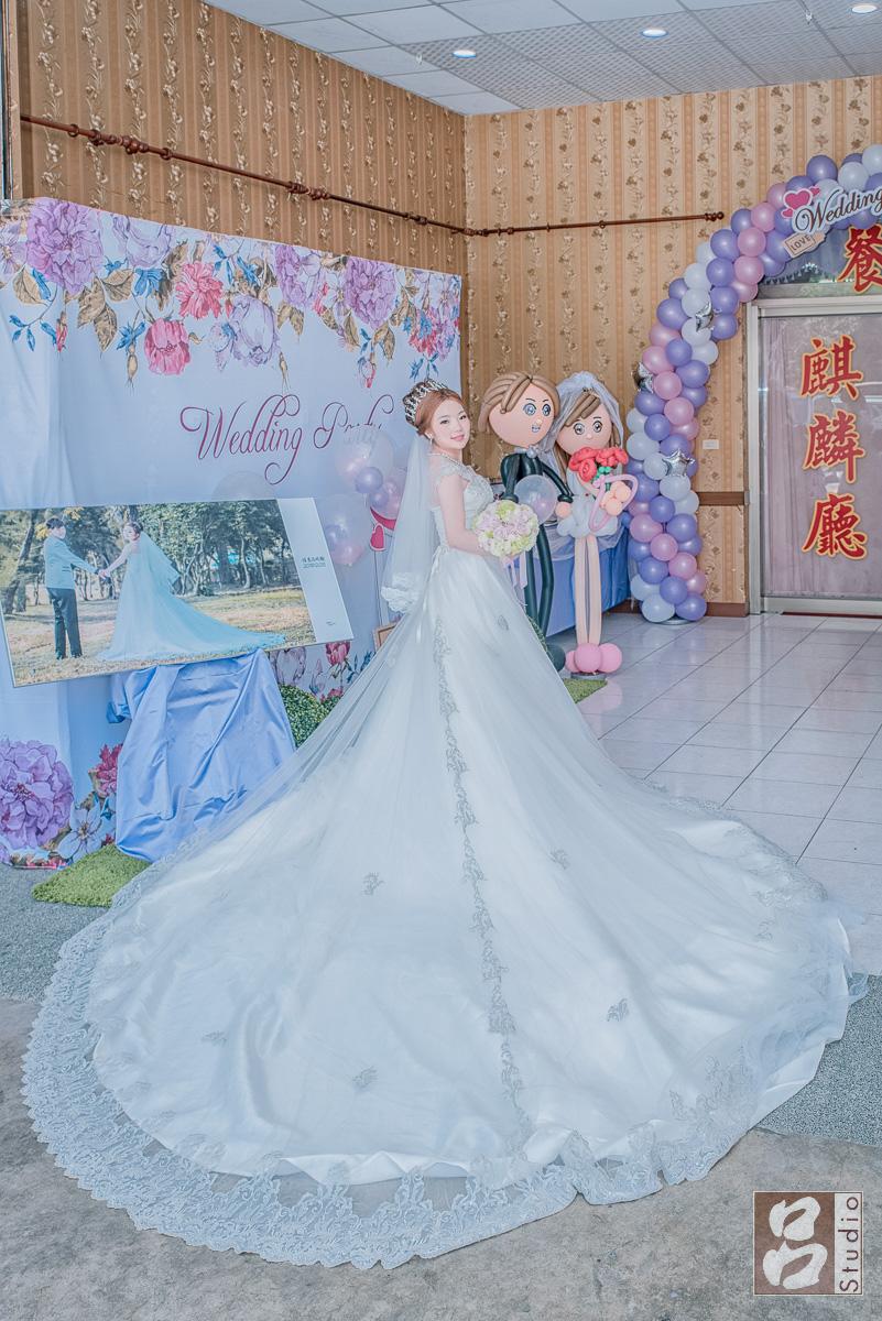 白紗新娘裙擺開照