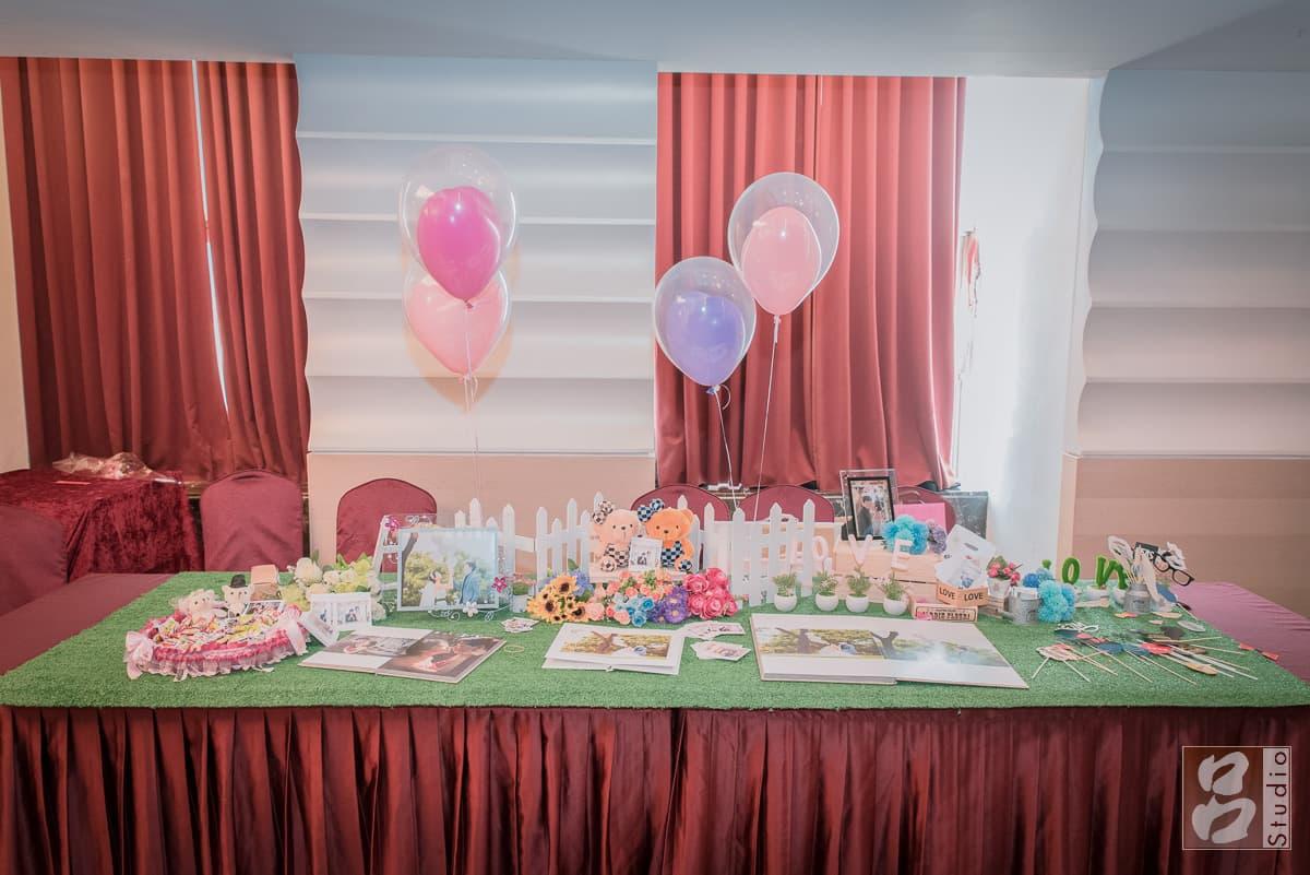 喜宴接待處的婚禮相本和拍攝道具